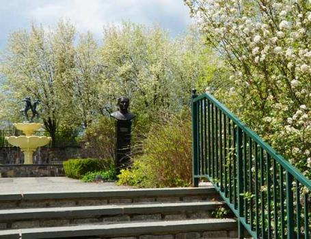 memorial_garden-entrance1